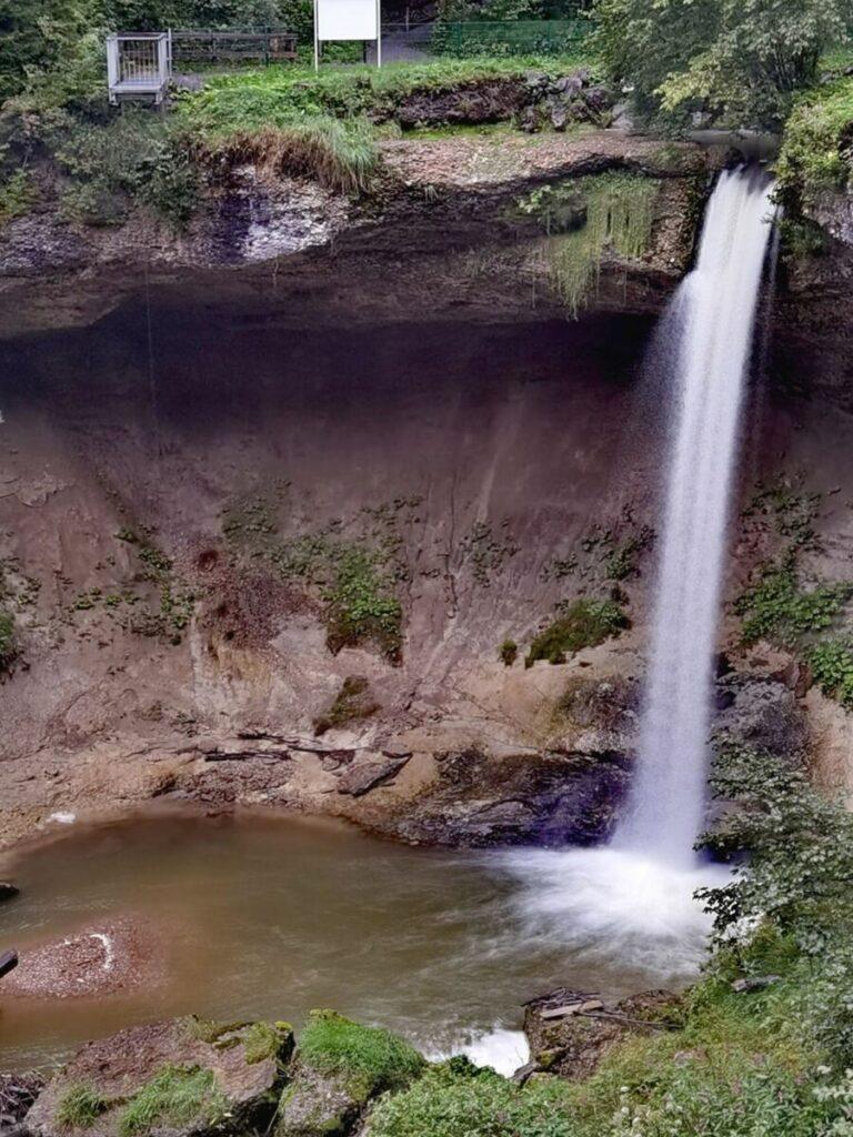 Scheidegger Wasserfälle - Blick auf den Großen Scheidegger Wasserfall, oben links im Bild ist die Aussichtsplattform